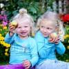 2 girls kids eating apples HP
