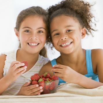 Girls eating strawberries HP