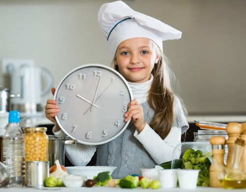 Cooking with kids using a timer