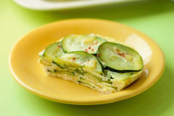 zuchini omelette on plate for healthy meal plan for 3-year-old
