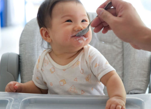 Baby Feeding Tips from 0-12 Months Old